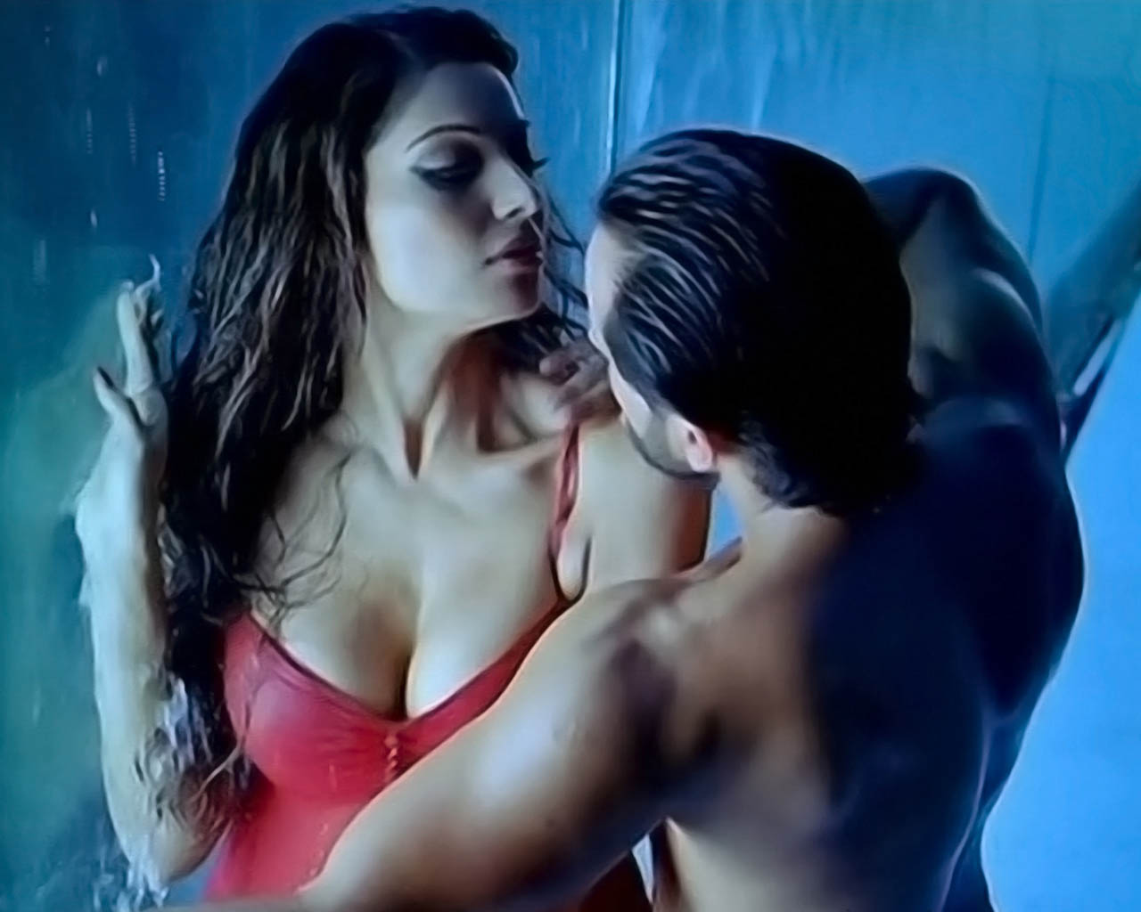 http://2.bp.blogspot.com/_eX5xKWfsiuo/TH4EgtbTZ9I/AAAAAAAACcM/Ywl43JwRYxo/s1600/Bipasha+Basu-a-Bed-Pics-Wallpaper-Picture-Pao-Image-Scenes-Saif-Ali-Khan-Race-Latest-Actress-2010.jpg