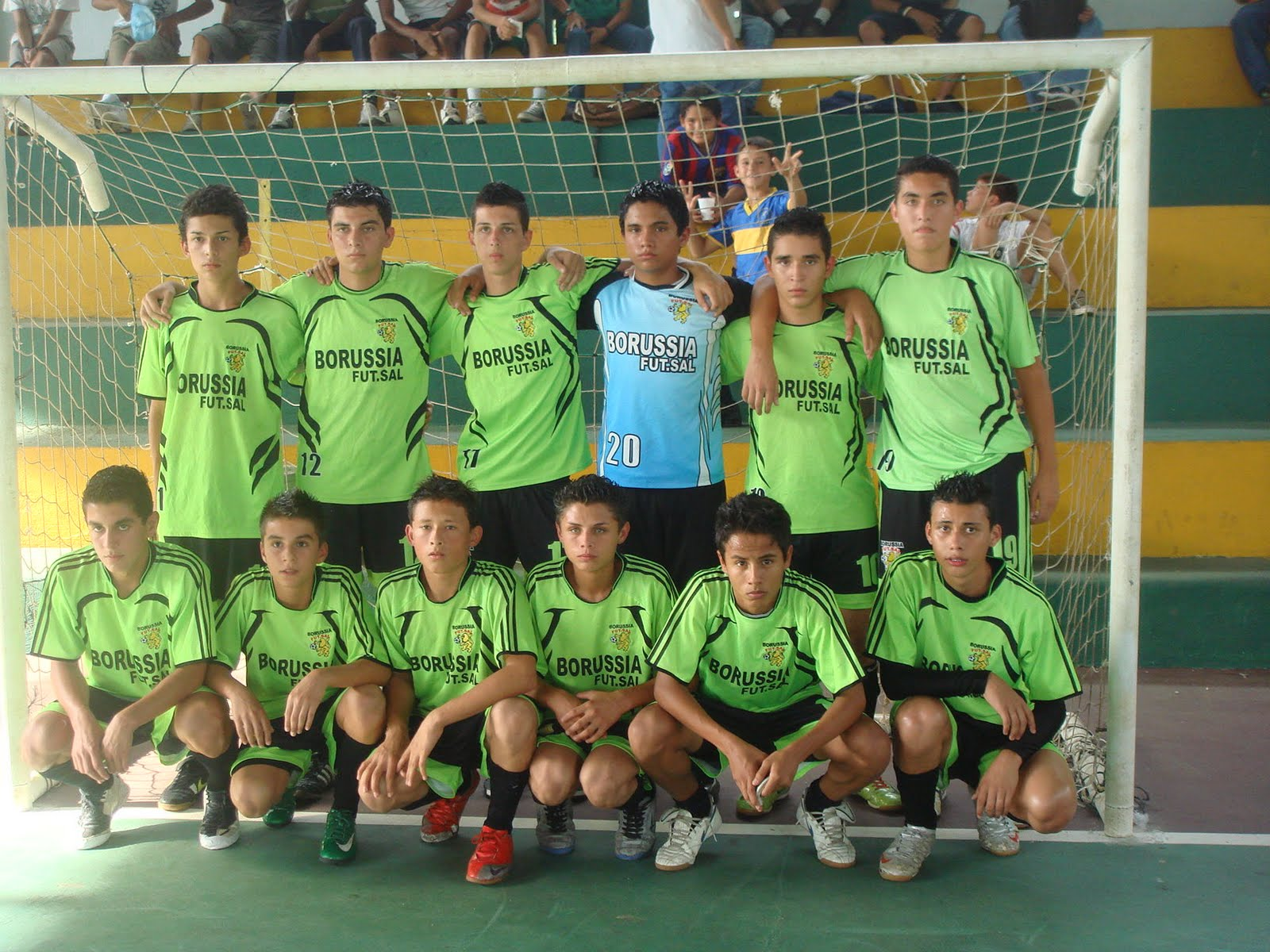 Borussia futsal suspendido juego de u 17 for Villas zurqui fotos