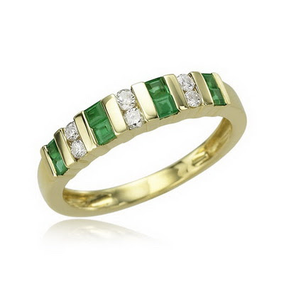 Many of our antique estate and antique style emerald rings also have