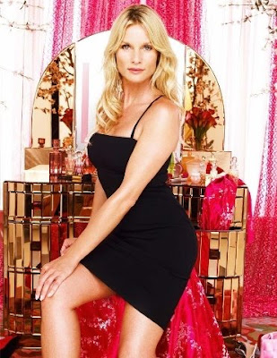 Nicollette Sheridan as Edie Britt on Desperate Housewives.