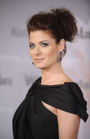 Debra Messing Is Doing It For The Gays Again In A New Pilot!