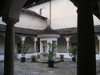 Un claustro del Monasterio del Monte Mesma