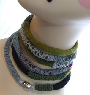 colares feitos em croché