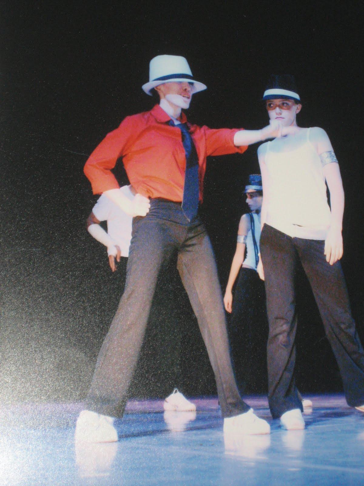 http://2.bp.blogspot.com/_edCjm5I2cKI/Sw_vxI64VgI/AAAAAAAAABA/3DcUeU08s54/s1600/Michael+Jackson+dance+2.JPG