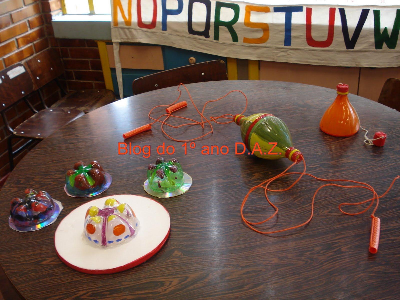 Estamos utilizando materiais reciclados para fazer brinquedos bem