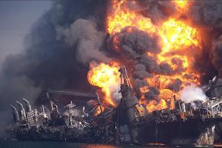 http://2.bp.blogspot.com/_edvxM1dkFlo/TRn70xZjHWI/AAAAAAAAAqI/msqsM7wgXb4/s1600/deepwater_horizon_sinks_NYTimes_26dec10.jpg