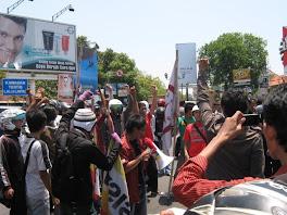 Mahasiswa Tolak Kedatangan SBY Di Cirebon