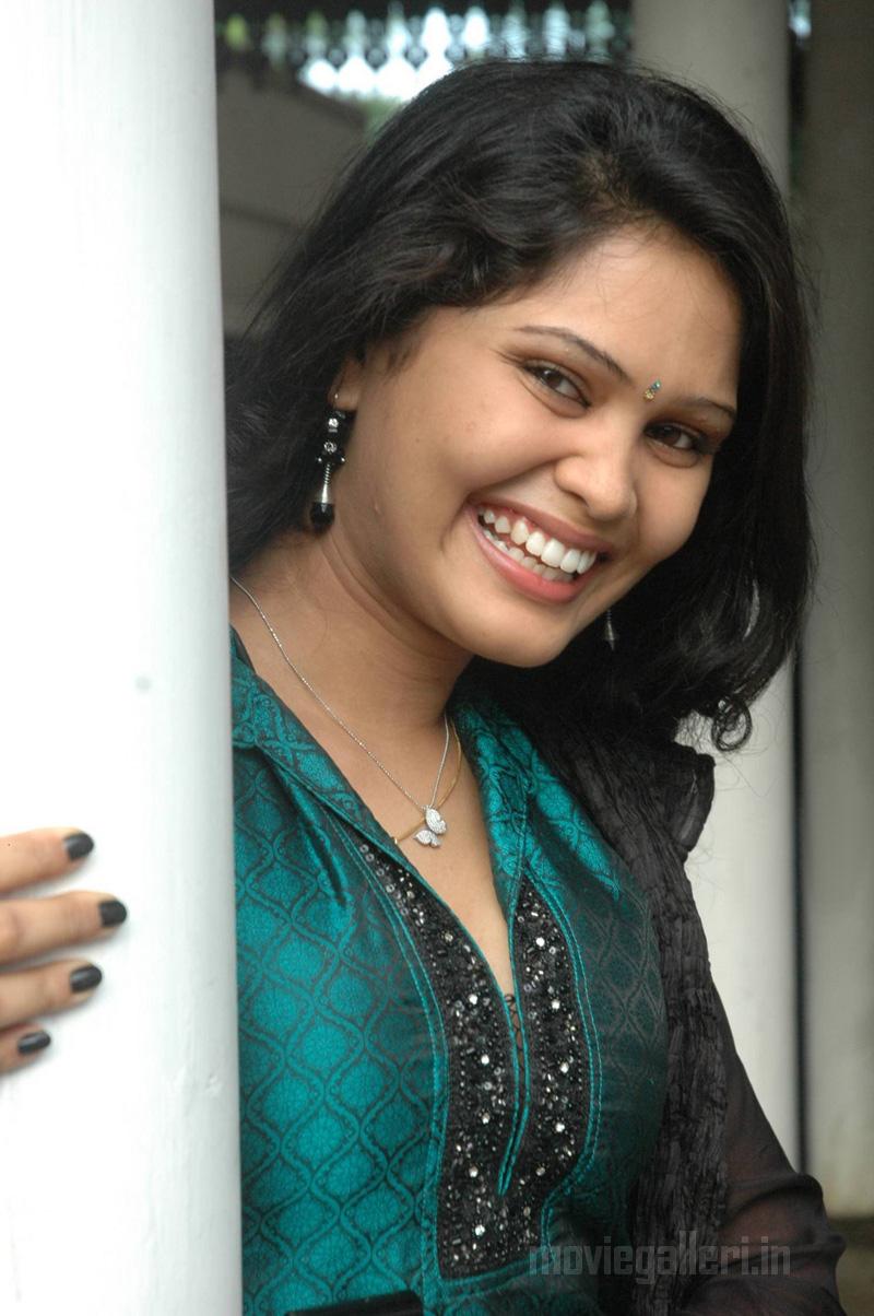 asmitha actress karungali tamil movie actress asmitha pics karungali
