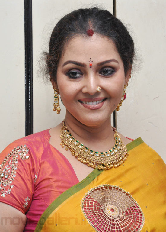 fathima babu hot saree stills