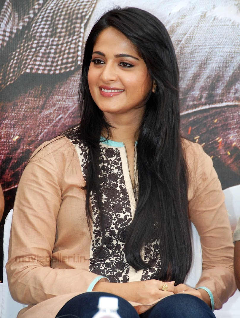 Anushka Shetty Ragada Movie Press meet Stills - Long Hair - Famous Celeb Press Meeting Gallery - Famous Celebrity Picture