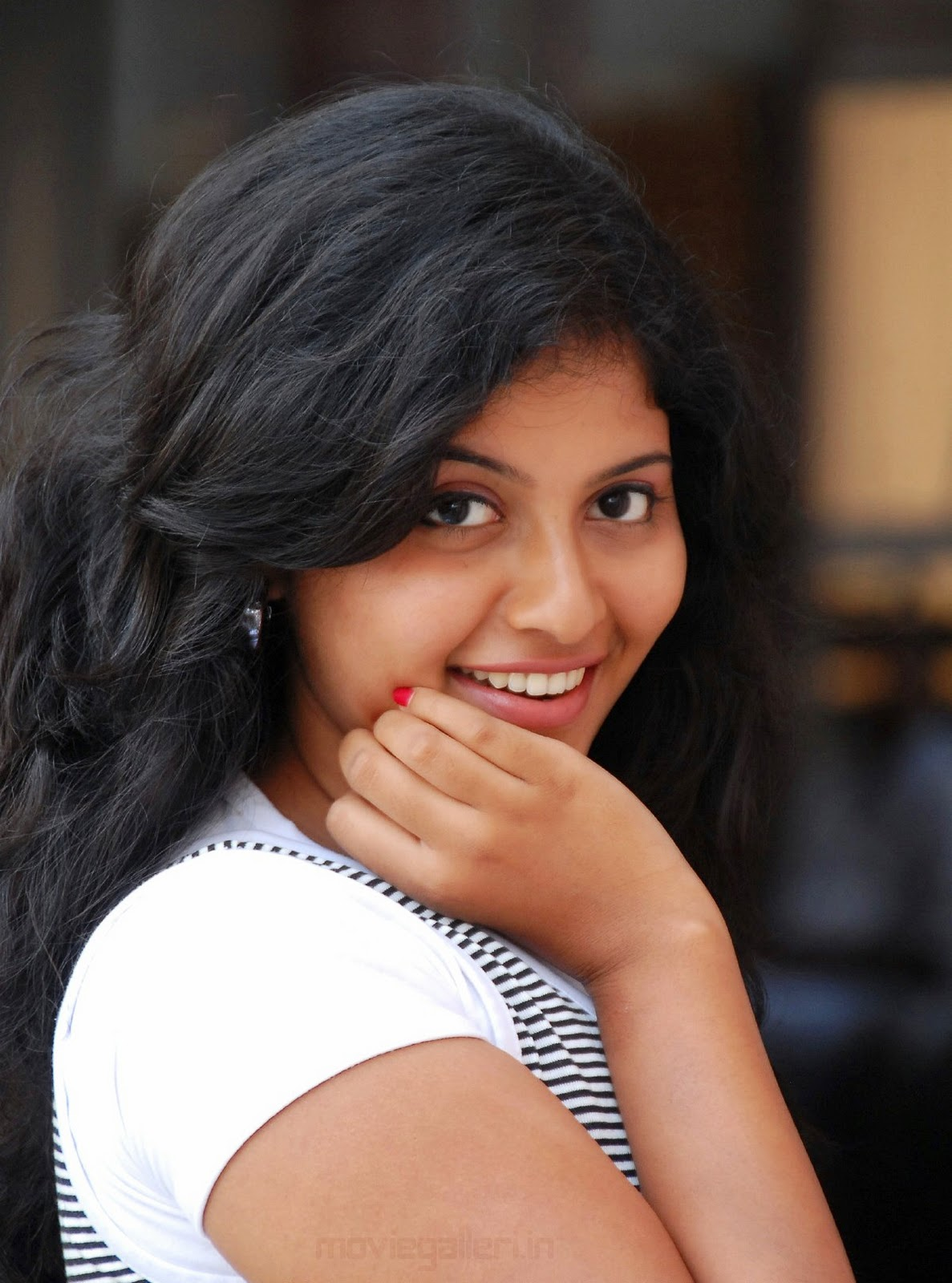 actress anjali latest cute smile stills | new movie posters