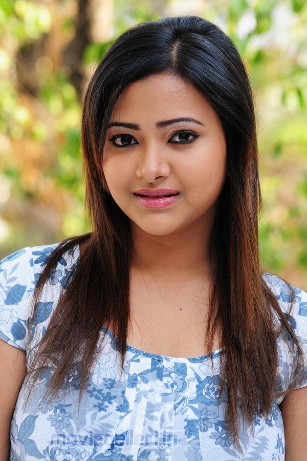Swetha Basu Prasad Navel