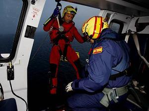 Rescatador entrando en Cabina