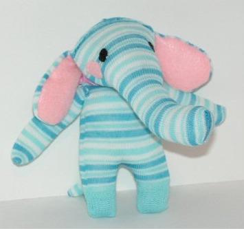 Elefante o elefantito de medias recicladas