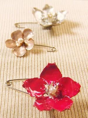 Prendedor de flor, con piña y alfiler