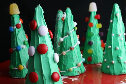 Arbolitos de navidad comestibles con cucuruchos glaseados