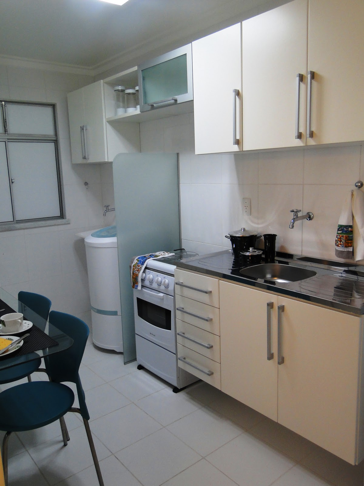 Adriana Lopes corretora de Imóveis.: Cozinha / área de serviço com  #5C4D40 1200 1600