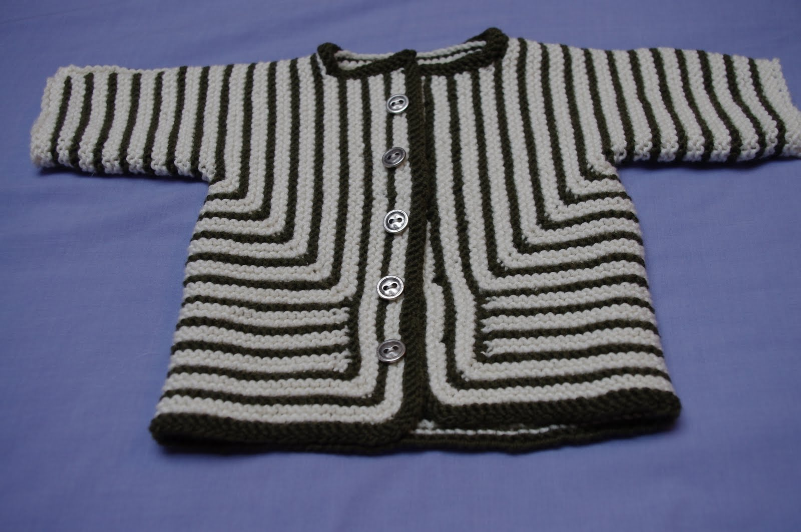 Free Knitting Patterns For Neck Warmers : The Girl Cant Help Knit: Baby Surprise Jacket