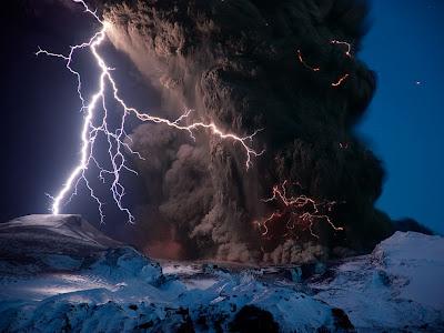 eyjafjallajokull volcano lighting