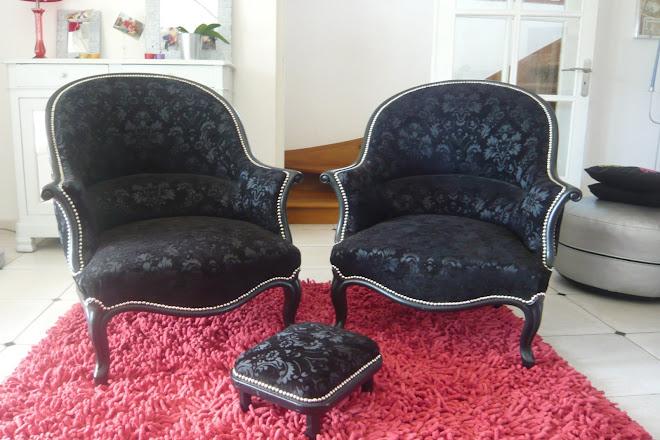 paire de fauteuil Crapaud de style Louis XV et repose pied