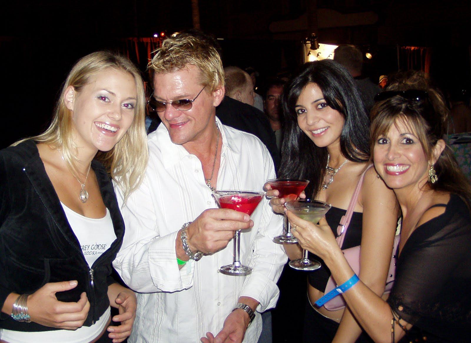 http://2.bp.blogspot.com/_eq9Ae3PzIVE/TA-Vp00RzxI/AAAAAAAAJi8/Wb3UZLjRJFQ/s1600/party.jpg