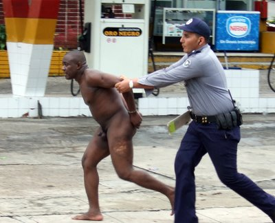 Si algun dia los negros en Cuba deciden DECIR bASTA ya y salen a las
