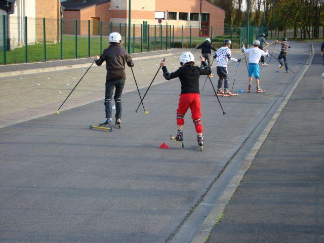 ...ensuite on pousse sur les bâtons et font fait le pas de patineur avec les jambes !!