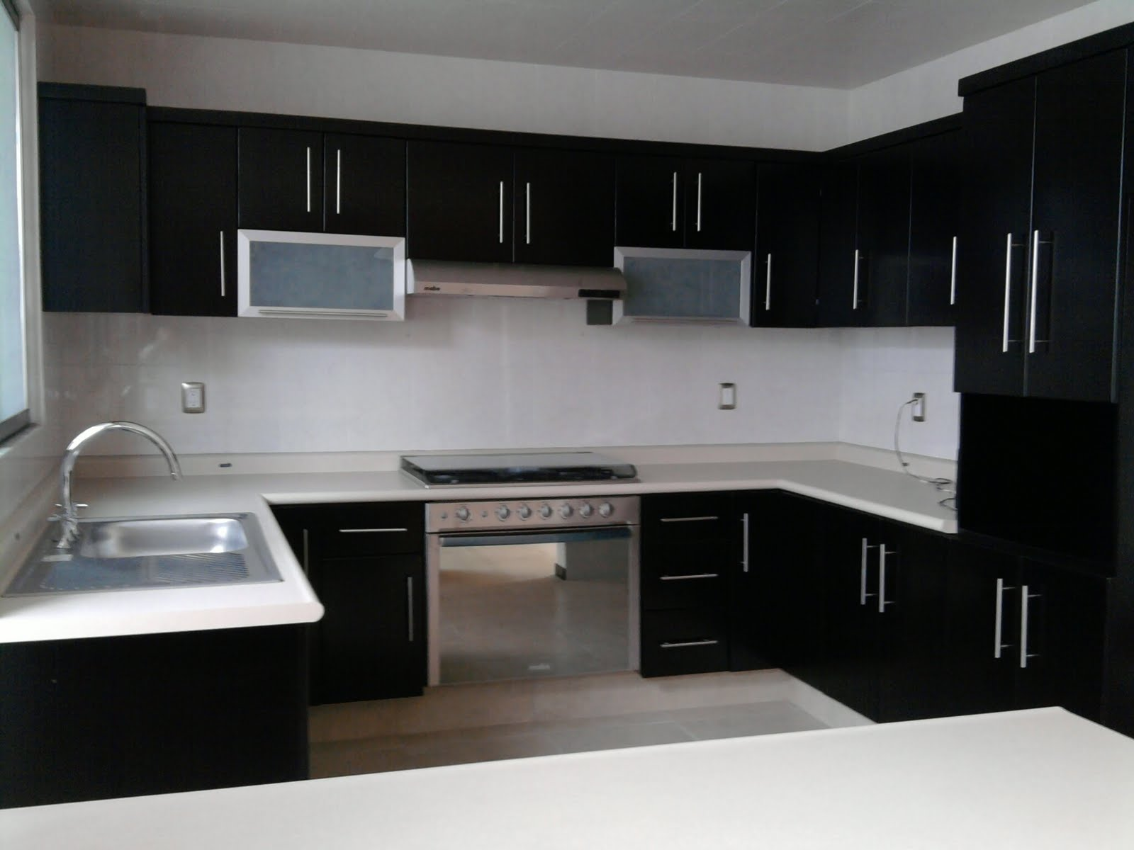 Excelente residencia minimalista comedor y cocina for Cocinas minimalistas 2016