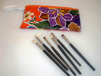 eyes+set1 Confidential Brushes Review/Giveaway