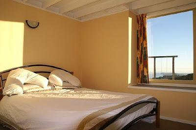 http://2.bp.blogspot.com/_et1byNF3Y70/SgAPbfHuY4I/AAAAAAAABPM/oHUCWWf-ozg/s400/Yellow+Bedroom+design.jpg