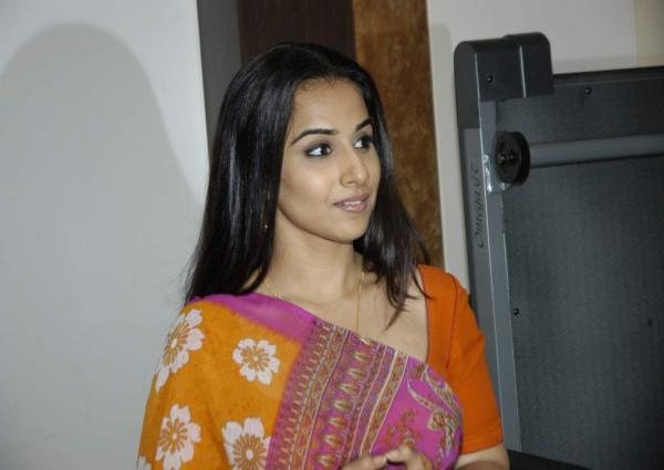 Bollywood actress Vidya Balan in Saree wallpapers.