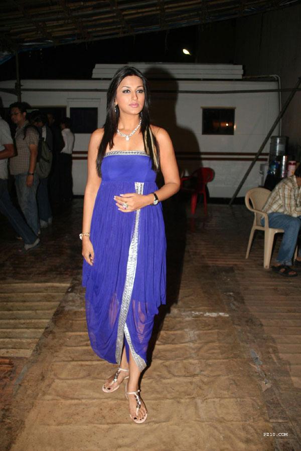 actress pics Daily Updates: Sonali Bendre