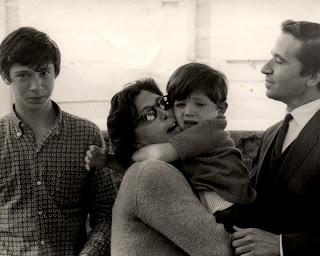 Fleurette y su familia. c. Fleurette y Filmes do Tejo.
