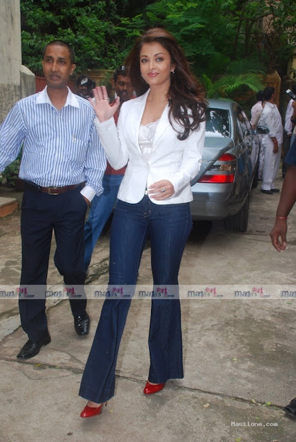 Aishwarya Rai hot pics here