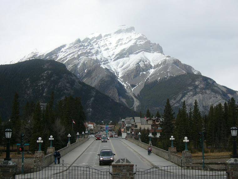 Centre ville de Banff vu de l'ouest