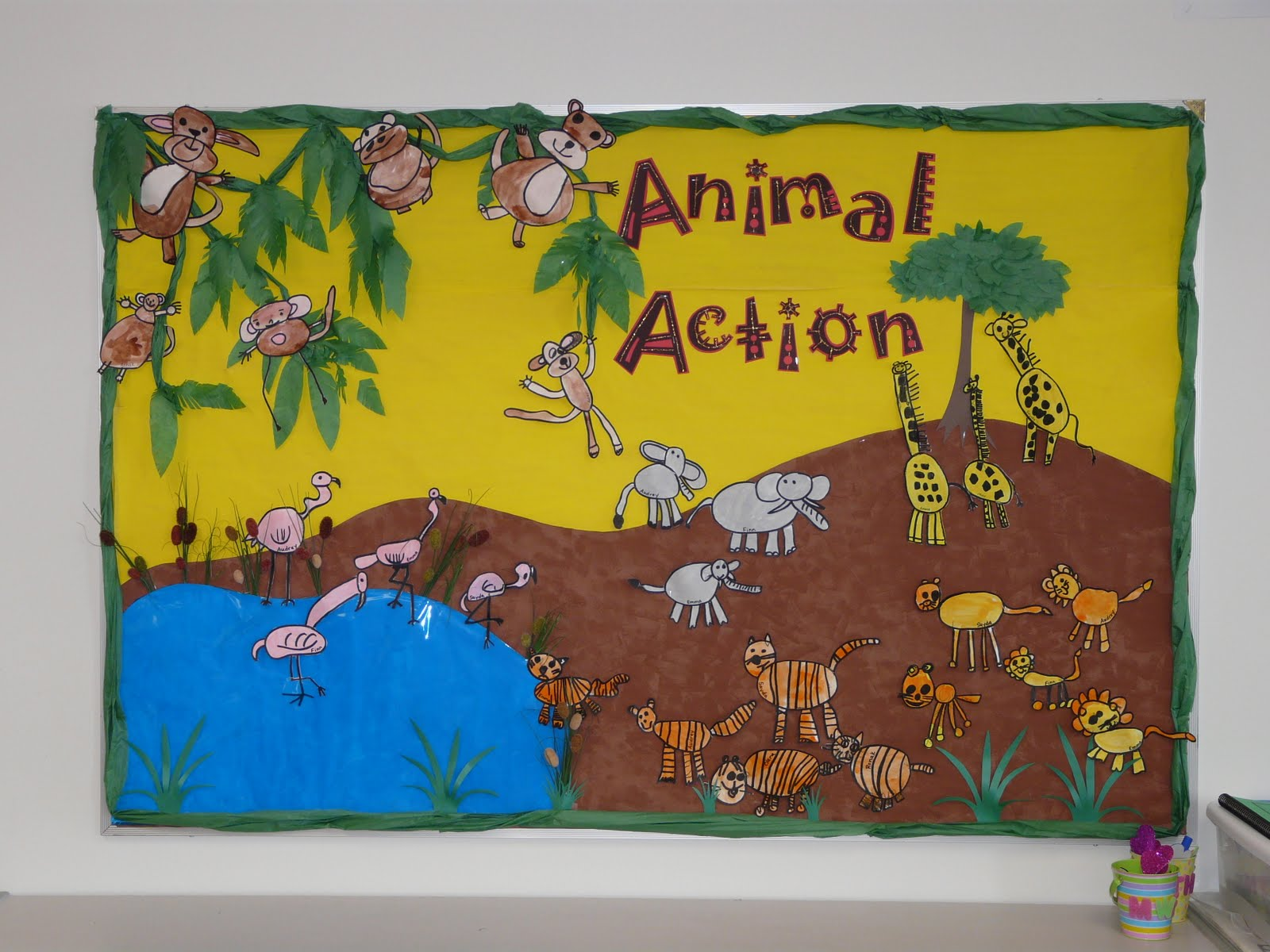 October Bulletin Board Ideas Preschool http://bulletinboardideas.blogspot.com/2009/11/animal-action.html