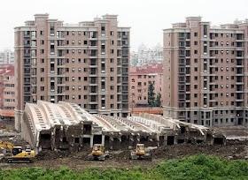 equipo aparejador - Arquitectos Técnicos - edificio caído_01