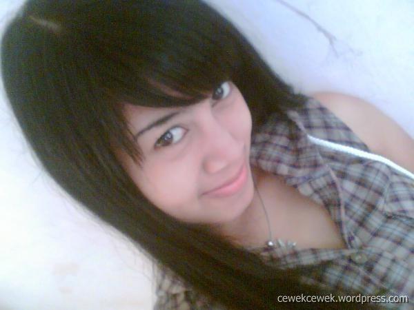 http://2.bp.blogspot.com/_exqSeMpeDYs/S2-N3S4LBzI/AAAAAAAACjE/OoboqSammic/s800/cewek+SMA+cantik+beud.jpg