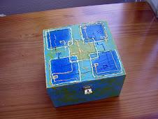 Caixa de madeira simples com divisórias