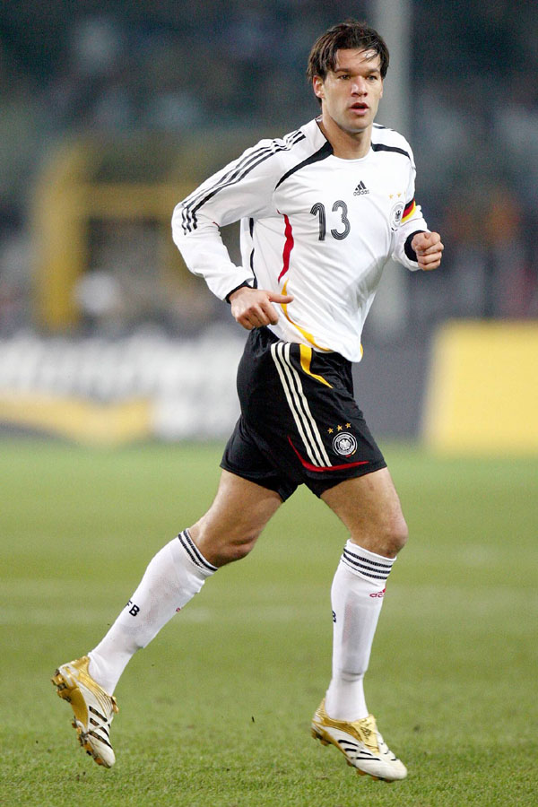 goliy-futbolist-mihael-ballak