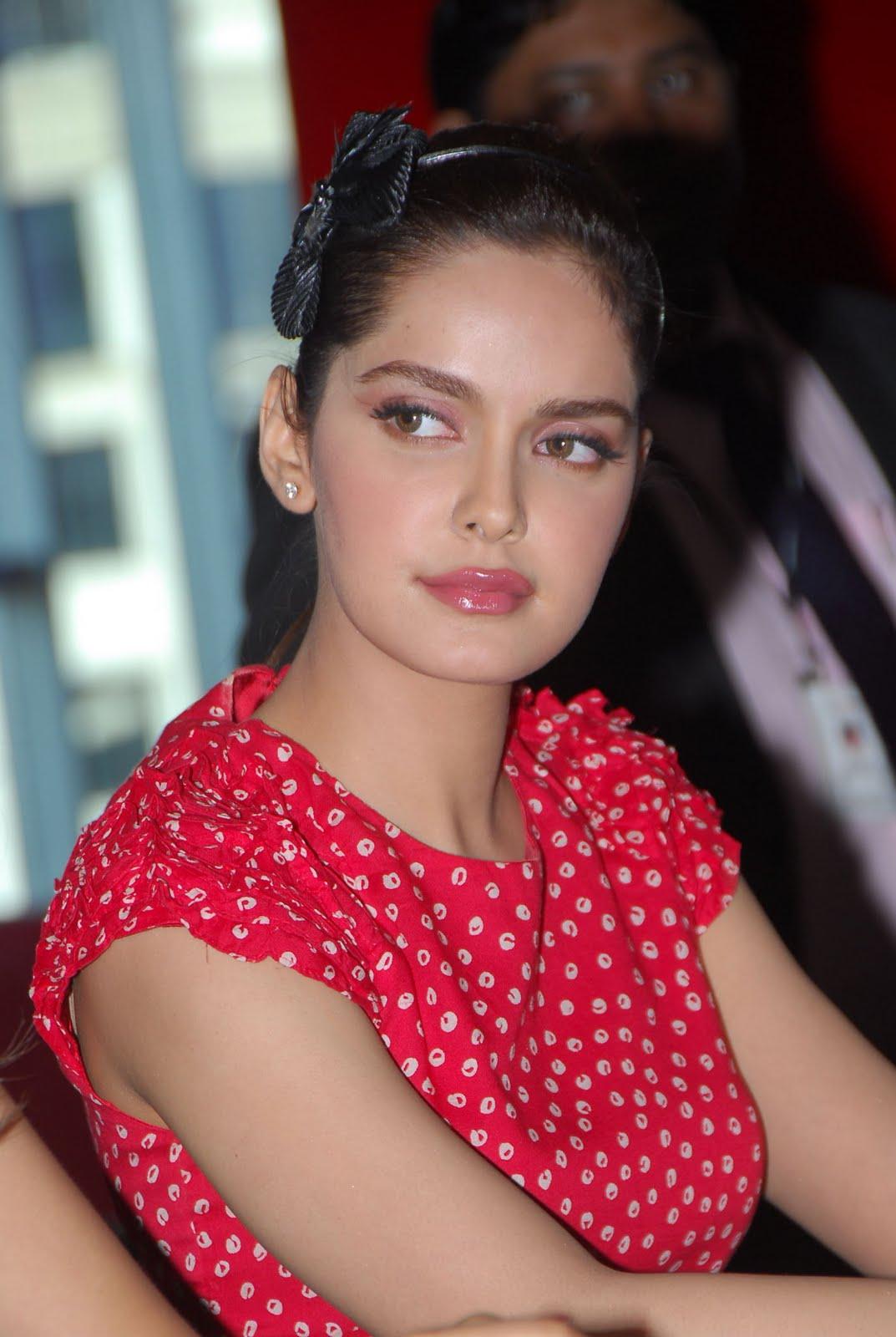 , Shazahn Padamsee Beautiful Face Close up - HQ Pics
