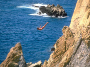 . este Acapulco tradicional hay un sinfín de atractivos y sitios de . cliff diver acapulco mexico