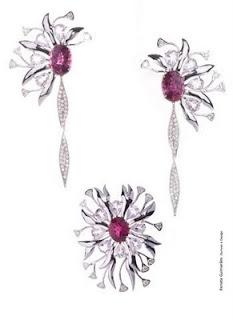 ce8c93fb04e As joias que ela desenhou para o pai presentear a mãe em ocasião muito  especial está sendo divulgada em portais como o DCI ...
