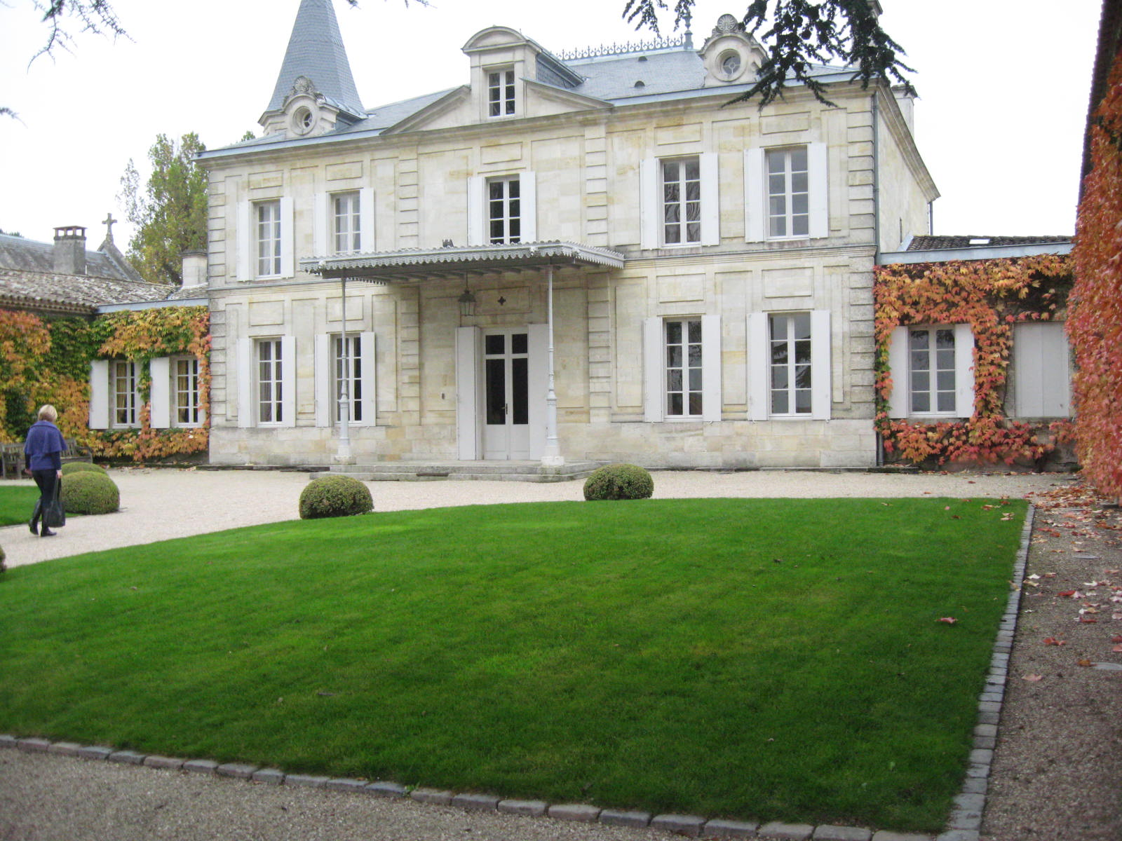 Wine mise en abyme ch teau cheval blanc visit with for Chateau olivier
