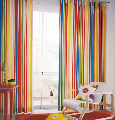 Colores para decorar cortinas para salones en funci n del for Cortinas estampadas salon