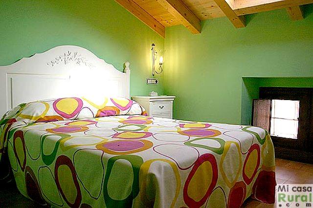 Colores para decorar con que colores combina pared verde for Colores para afuera de la casa