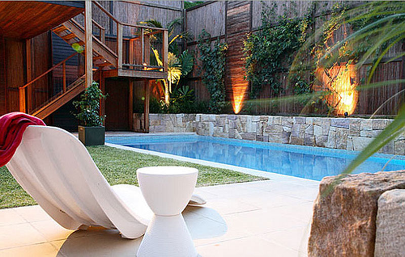 Modern Backyard Pool Designs : Colores para Decorar Piscinas peque?as y alargadas de exterior