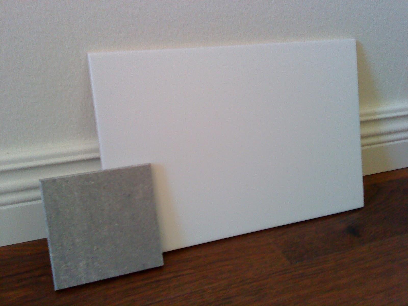 Badrum vitt kakel grått golv ~ xellen.com