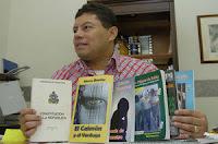 El novelista Mario Berrios