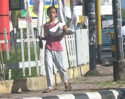 anak penjaja koran di kota padang